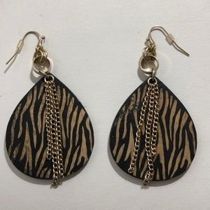 Fun Wooden earrings with chains